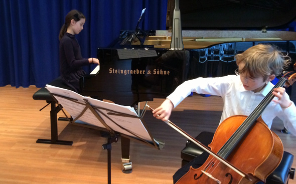 Schülervorspiel in der PIANOVUM Klaviergalerie